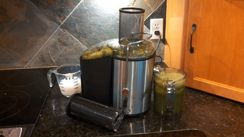 green lunch drink from juicer